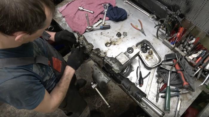Почему вам нужно сделать ремонт рулевой рейки в RSR